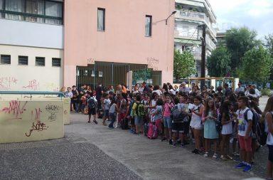 Η φωτογραφία είναι από την προσωπική σελίδα στο facebook του Γιώργου Τσιάκαλου (Ο Καράμ πήγε πρώτη μέρα σχολείο)