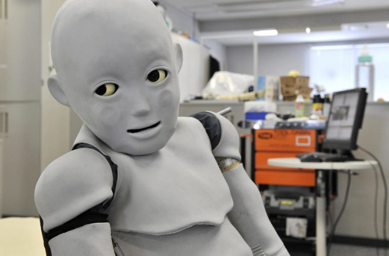 85805742-robot-japan-osaka-0f4ba5a076126474bf5d4944e7651032b43d2c2b-s900-c85