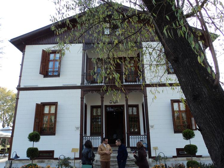 Κάραγατς, το κονάκι του Dr. Bahattin Öğütmen, άλλοτε ελληνικό σπίτι, τώρα το εστιατόριο Tulipa.