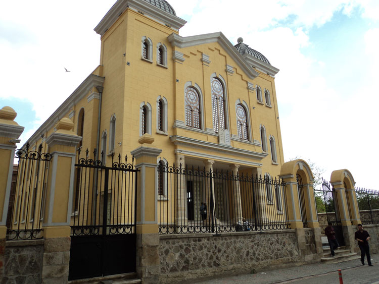 Αδριανούπολη, η ιστορική εβραϊκή συναγωγή, μετά την πρόσφατη εκ θεμελίων αναστύλωσή της, έναν αιώνα μετά την καταστροφή της από πυρκαγιά.