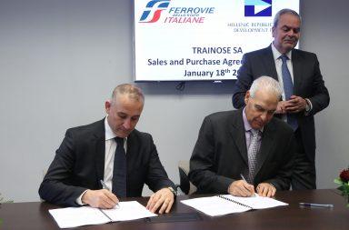 Ο ΔΣ του ΤΑΙΠΕΔ Αντώνης Λεούσης (Δ) και ο ΔΣ της Ferrovie Dello Stato Renato Mazzoncini  (A) υπογράφουν τη συμφωνία, την Τετάρτη 18 Ιανουαρίου 2017. Υπεγράφη σήμερα η σύμβαση πώλησης του 100% της ΤΡΑΙΝΟΣΕ στην Ferrovie Dello Stato Italiane S.p.A., έναντι συνολικού τιμήματος 45 εκατ. ευρώ .Η σύμβαση αγοραπωλησίας μετοχών υπογράφεται μετά την έγκριση του Ελεγκτικού Συνεδρίου. Η ολοκλήρωση της συναλλαγής τελεί υπό την αίρεση των εγκρίσεων των αρμόδιων ευρωπαϊκών αρχών, ενώ εκκρεμεί το κλείσιμο του φακέλου κρατικών ενισχύσεων της Ευρωπαϊκής Επιτροπής σχετικά με το χρέος της ΤΡΑΙΝΟΣΕ προς τον ΟΣΕ, ύψους άνω των 700 εκατ. ευρώ. ΑΠΕ-ΜΠΕ/ΑΠΕ-ΜΠΕ/ΟΡΕΣΤΗΣ ΠΑΝΑΓΙΩΤΟΥ