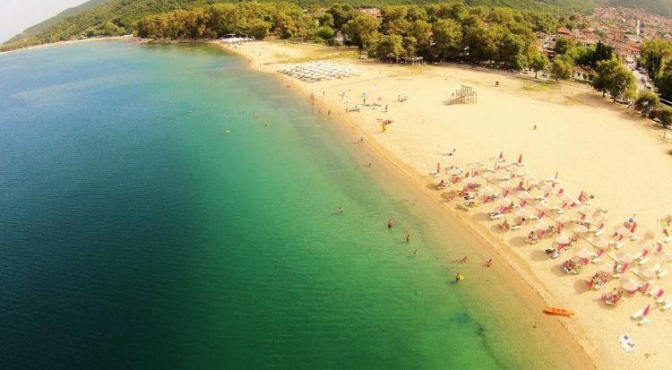 b35e13c3a Γαλάζιες σημαίες σε οκτώ παραλίες σε Ασπροβάλτα, Βρασνά και Σταυρό ...