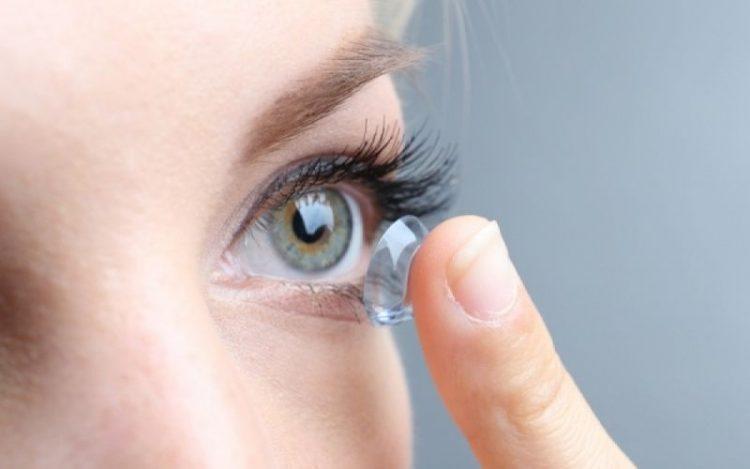 Ποια λάθη κάνουν οι έφηβοι με τους φακούς επαφής - dailythess ... 208d5816858