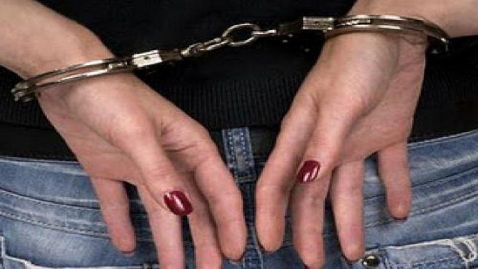 Καβάλα  Συνελήφθη 40χρονη που έκλεβε ρούχα και καλλυντικά από καταστήματα -  dailythess  eee62c6f76f