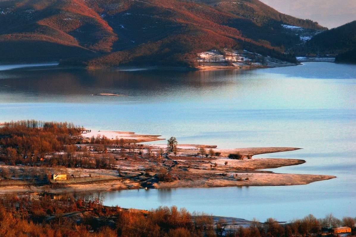 Η λίμνη Πλαστήρα στις φθινοπωρινές αποχρώσεις - dailythess | Ειδήσεις από  τη Θεσσαλονίκη
