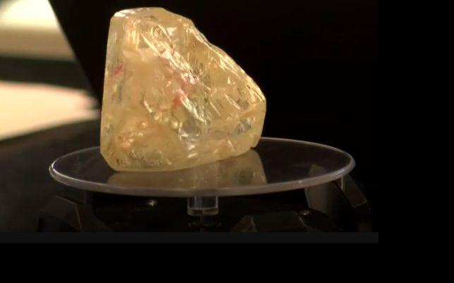 Στο σφυρί» σπάνιο λευκό διαμάντι 102 καρατίων - dailythess ... 26a8947a9be