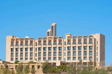 306c3498467 Νεκροί και τραυματίες από την επίθεση ενόπλων σε ξενοδοχείο στο Πακιστάν